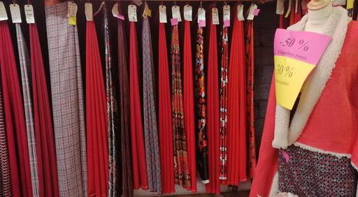 tissu-habillement-rouge-solde-hiver-2020