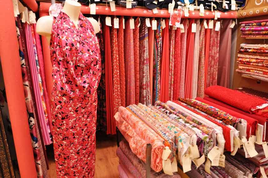 tissu-habillement-ton-de-rouge